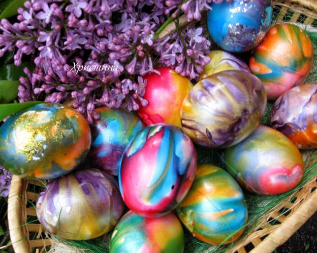 Боядисване с туткал на великденски яйца