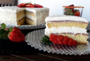 Торта с кокос и ягоди 2