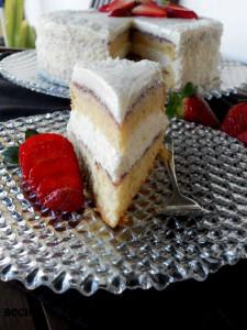Торта с кокос и ягоди 3