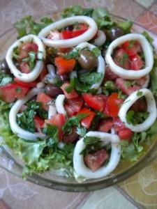 salata s kalmari 1