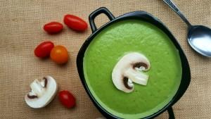 Студена крем супа с авокадо и пшенична трева