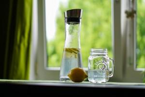 water glass lemon pix