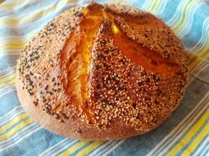 Хляб с царевично брашно, куркума и нигела