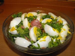 Зелена салата с гъби и шунка