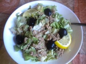 Зелена салата с риба тон 1