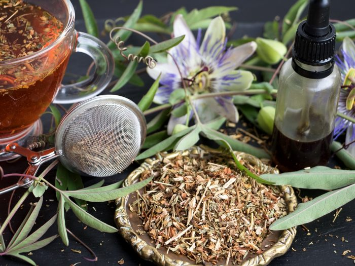 снимка: https://www.organicfacts.net/health-benefits/herbs-and-spices/passionflower-tea.html