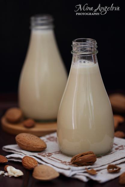 Домашно бадемово мляко